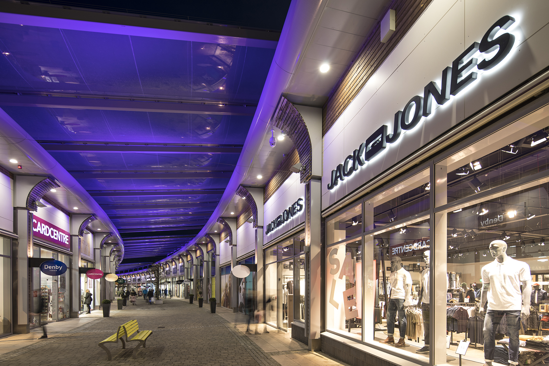 Time-lapse of Banbridge Outlet ETFE canopies